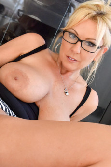 Blonde FTV MILF Alysha goes extreme with her insertions