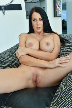 Busty mature babe Reagan warms up her pussy with toys before sucking off her man