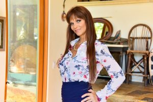 Dressed for work in a tight skirt hot MILF Syren buzzes her quim with her vibe