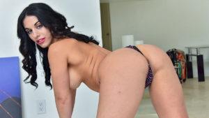 Raven haired MILF Bella can make herself cum anywhere